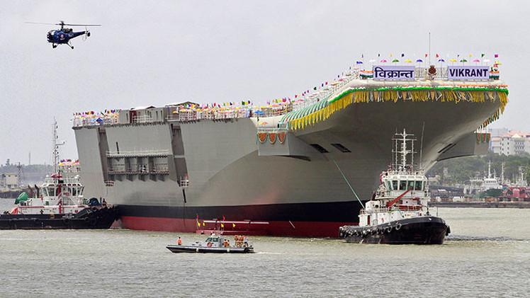 India lanza su primer portaaviones nacional de última generación