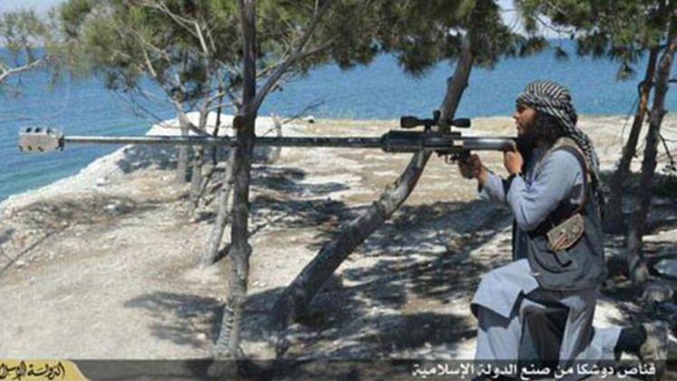 """""""Arma de juego"""": El Estado Islámico fabrica su propio fusil (FOTOS)"""