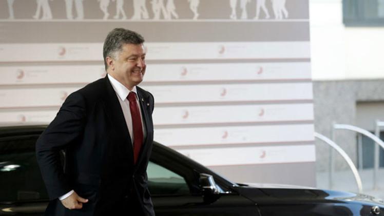 Poroshenko firma una ley que autoriza al Gobierno a suspender el pago de la deuda extranjera