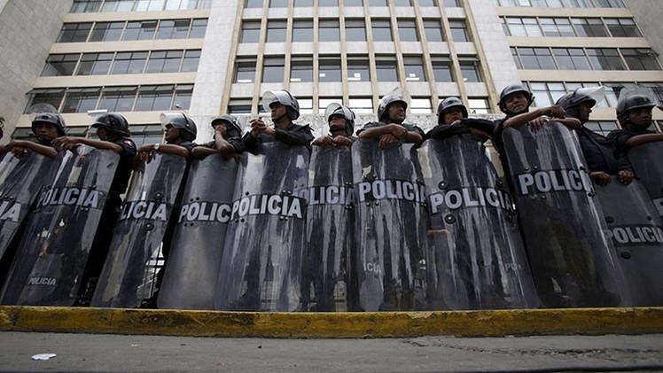 Lima: Estallan enfrentamientos entre la Policía y manifestantes contrarios a la mina Tía María