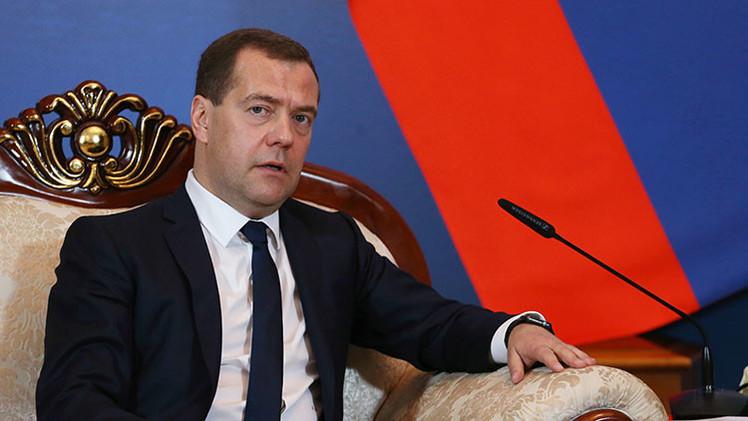 Medvédev propone crear la moneda única de la Unión Euroasiática