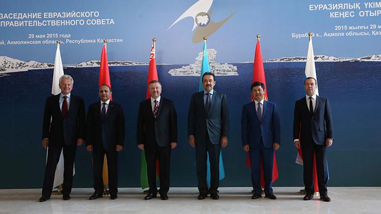 Una reunión del Consejo Gubernamental Euroasiático con el primer ministro de Vietnam