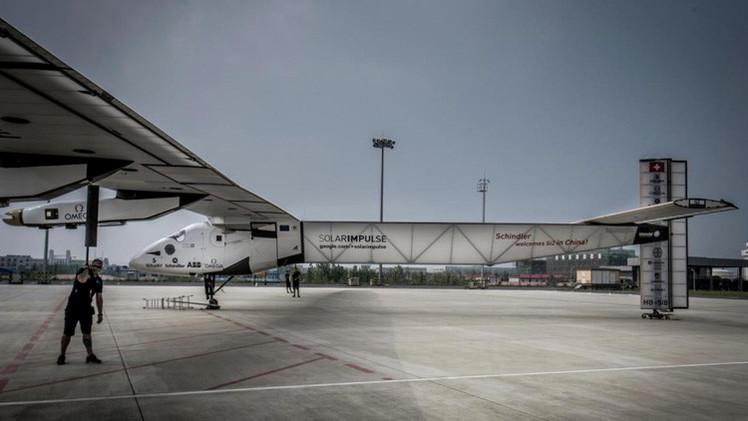 El avión propulsado por energía solar despega desde China para cruzar el Pacífico