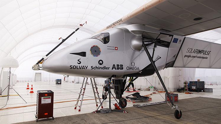 """Piloto del Solar Impulse antes de cruzar el Pacífico: """"En el peor de los casos tenemos paracaídas"""""""