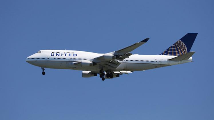 """United Airlines le niega a una musulmana una lata de refresco """"porque puede usarla como arma"""""""