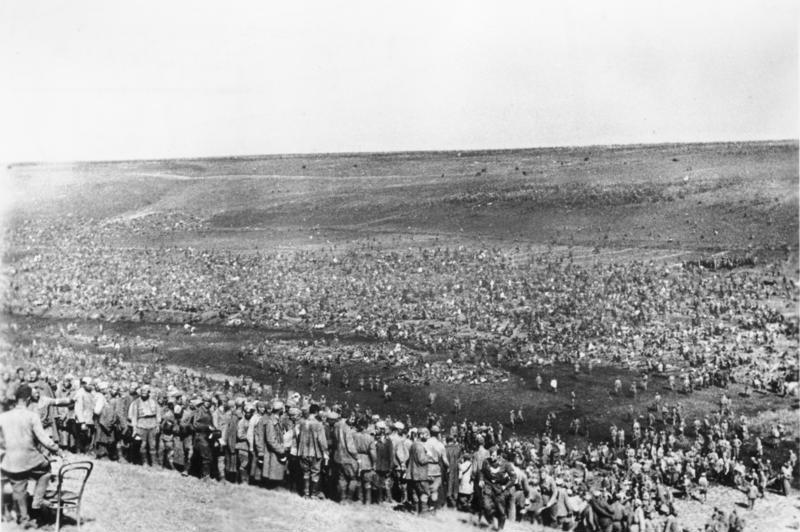 Un campamento improvisado para los prisioneros de guerra soviéticos. Agosto de 1942