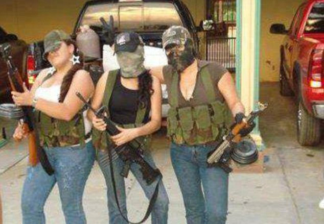 Mujeres con rifles