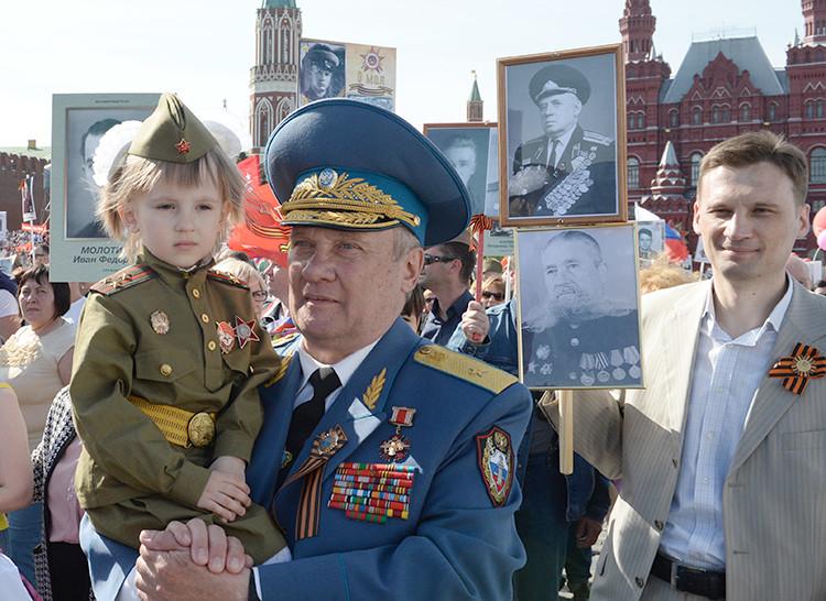 Las mil caras de la Victoria sobre el nazismo: El 'Regimiento inmortal'