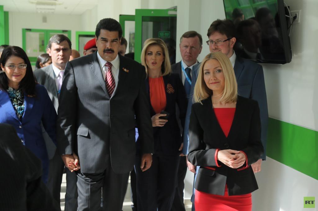 Nicolás Maduro visita la sede de RT