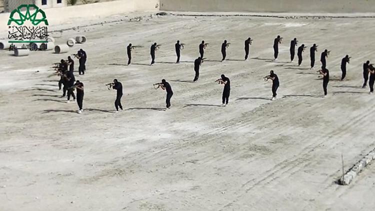 'A lo Hollywood': Fotos de los 'cascadeurs' yihadistas saltando a través de aros de fuego