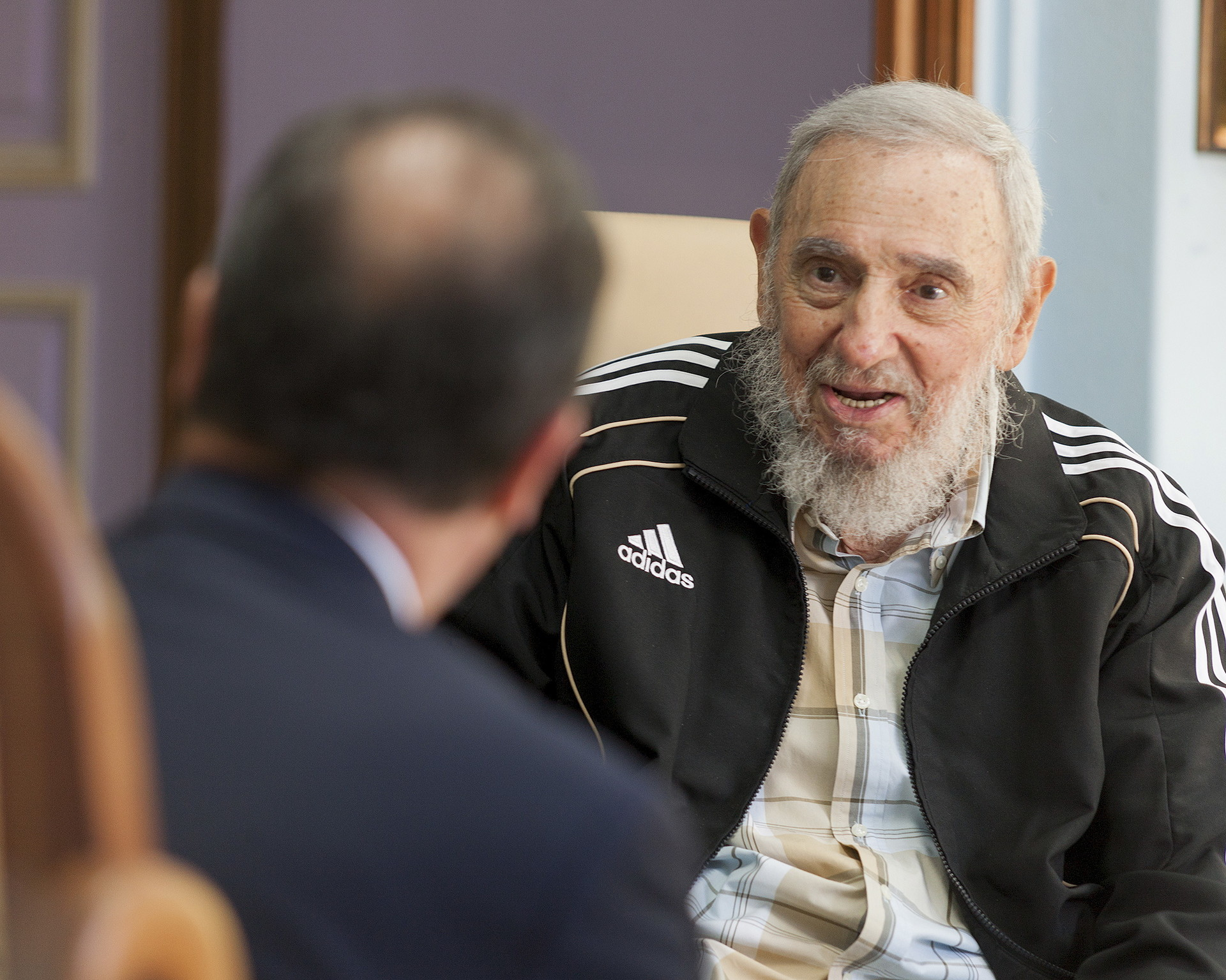 Publican las fotos de la reunión de Fidel Castro y François Hollande