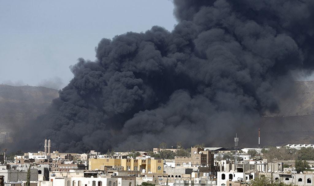 IMPACTANTES IMÁGENES: La coalición bombardea Yemen horas antes del inicio de la tregua