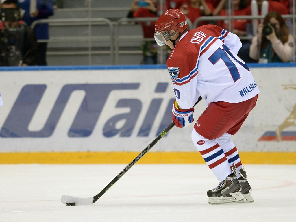 Vladímir Putin marca ocho goles en un partido de hockey de gala