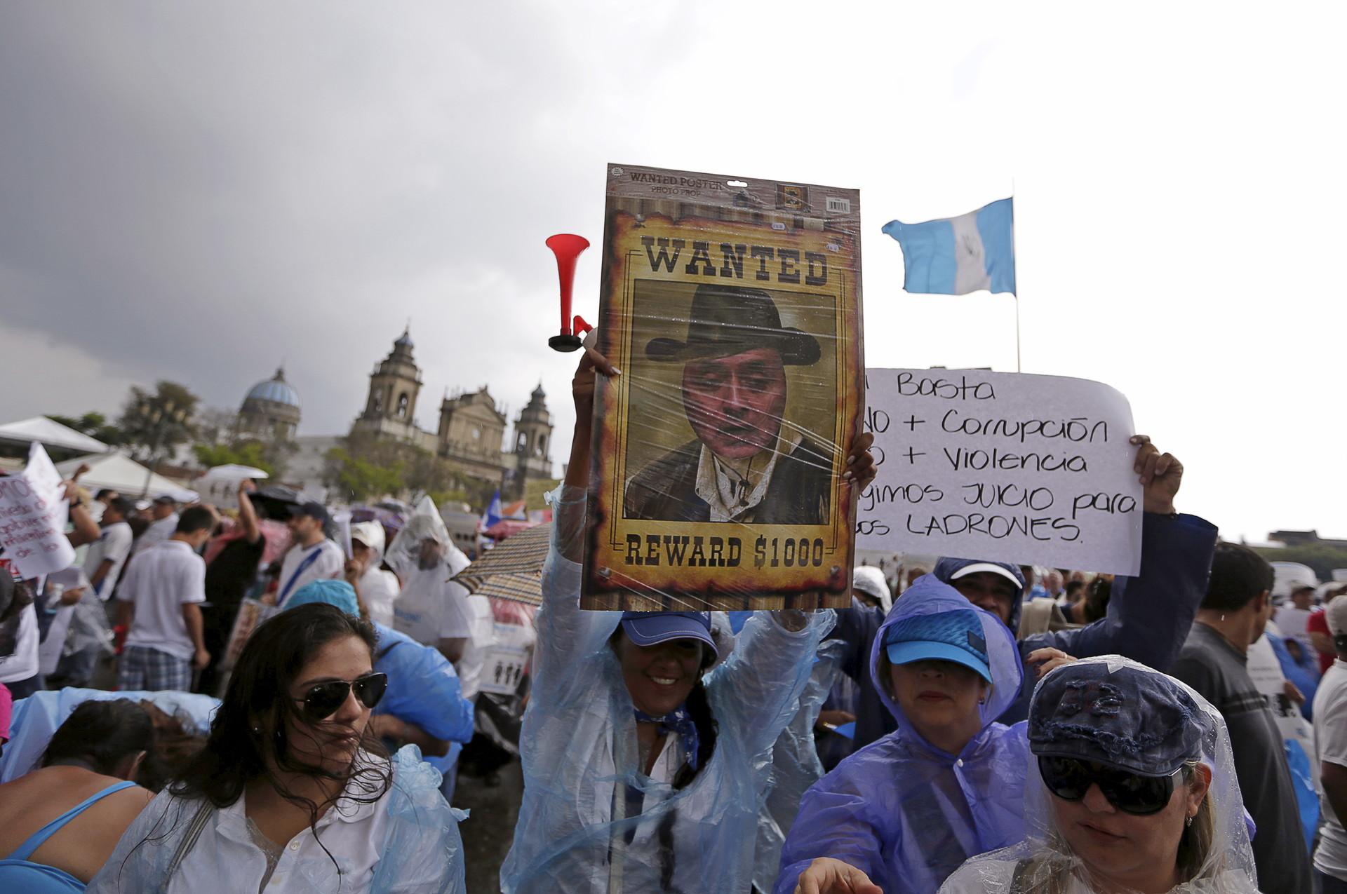 Fotos: Miles de personas salen a protestar contra la corrupción en Guatemala