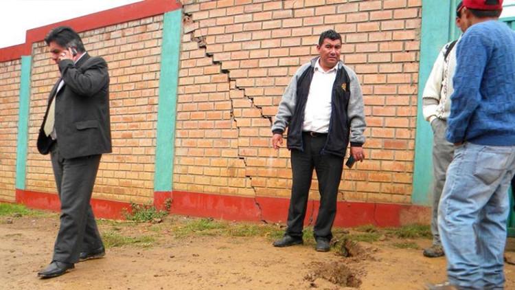 Perú declara emergencia para un distrito que la tierra traga