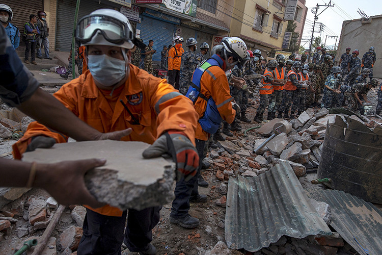 Un nuevo terremoto de magnitud 7,3 en Nepal causa muertes y derrumbes
