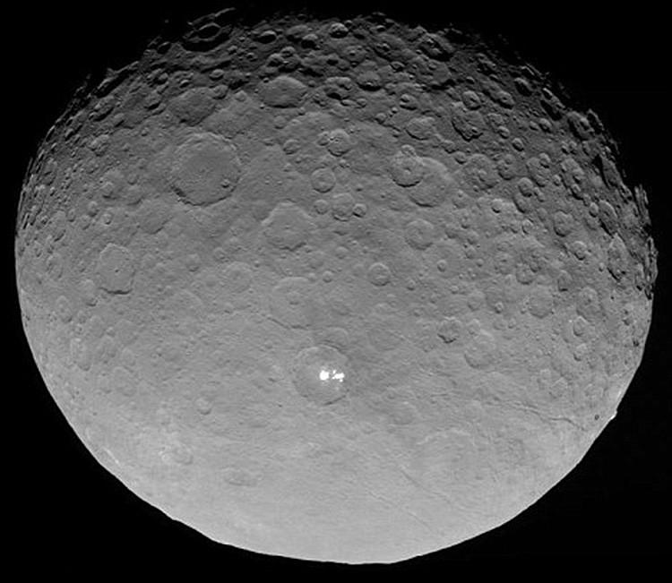 La NASA logra fotografiar los misteriosos puntos brillantes en Ceres desde la más corta distancia
