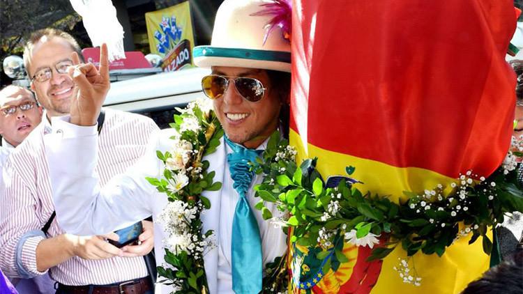 Un actor peruano se casa con un árbol en Bolivia