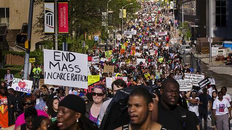 La Policía dispara contra un hombre en Baltimore y usa gas pimienta contra los manifestantes