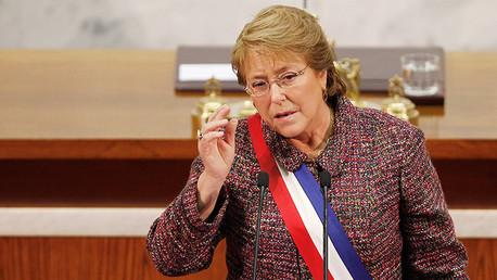 Michelle Bachelet pide la renuncia a todos los ministros