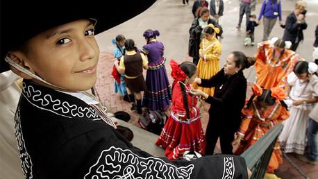 ¿Por qué los latinos que residen en EE.UU. viven más que no hispanos?