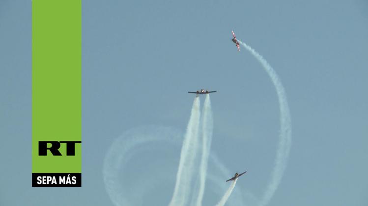Video: Pilotos rusos muestran su pericia sobre el Parque Olímpico de Sochi