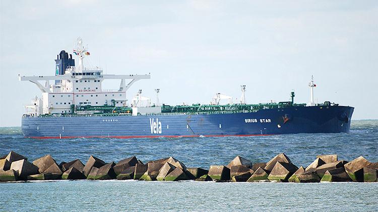 Buques petroleros navegan sin llegar a ningún puerto debido al excedente de crudo