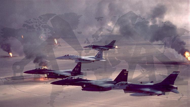 Aviones caza de EE.UU. sobrevolando campos petroleros en fuego en Kuwait