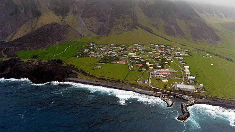 Fotos: La isla más remota del mundo busca quien la cambie para siempre
