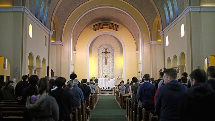 Obispas anglicanas proponen decir 'Ella' al referirse a Dios