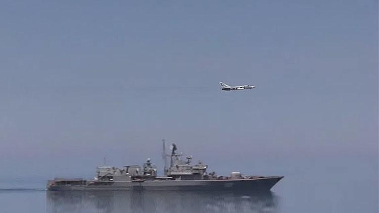 Nuevo video: Un caza ruso repele a un provocador destructor de EE.UU. en el mar Negro