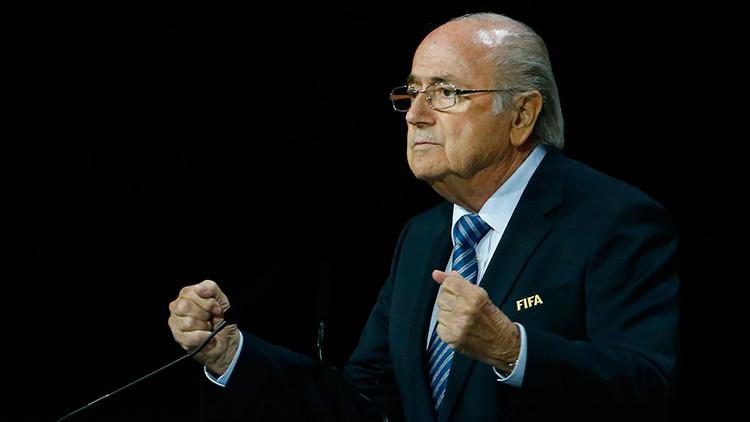 Medios reportan que EE.UU. investiga a Blatter por corrupción en la FIFA