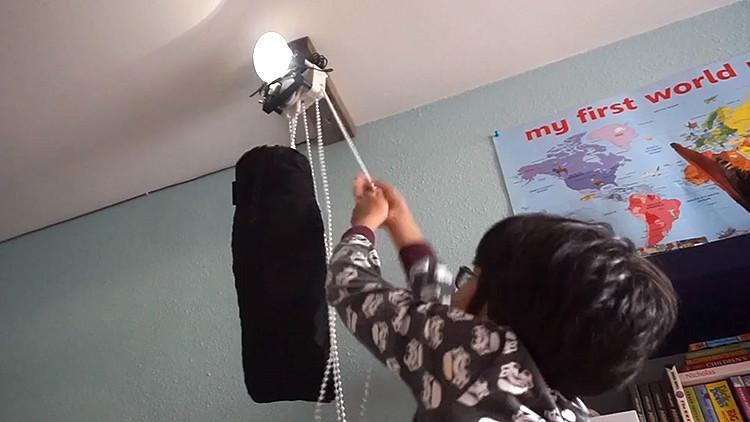 Video: Una lámpara que funciona sin electricidad, baterías, ni luz solar
