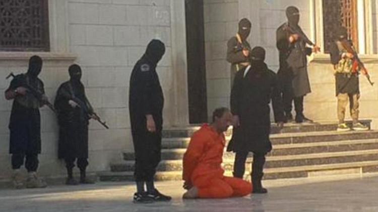 El Estado Islámico decapita en Libia a un soldado frente a niños pequeños