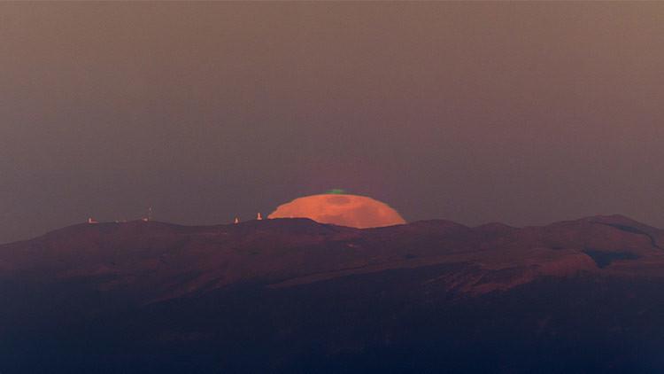 Fenómeno único: Registran en las islas Canarias un extraño rayo verde lunar