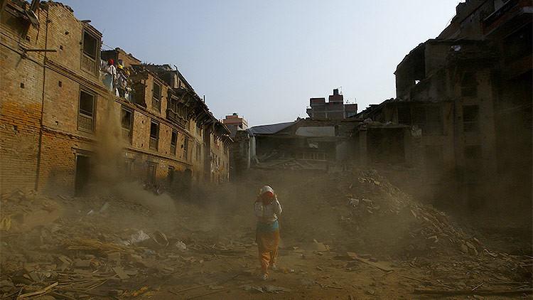 'Se compran' niños nepalíes a 500 dólares entre las ruinas del terremoto