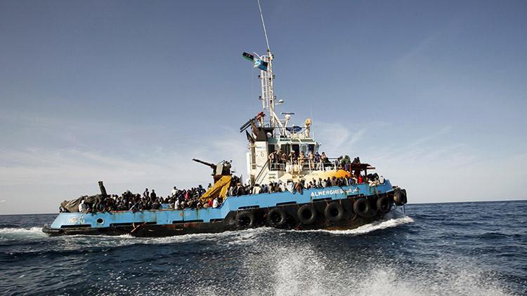 La marina de líbia devuelve a inmigrantes al país