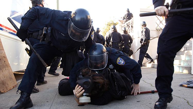 Fotos, Videos: Policía usa gas lacrimógeno contra la multitud en un concierto en Nueva Jersey