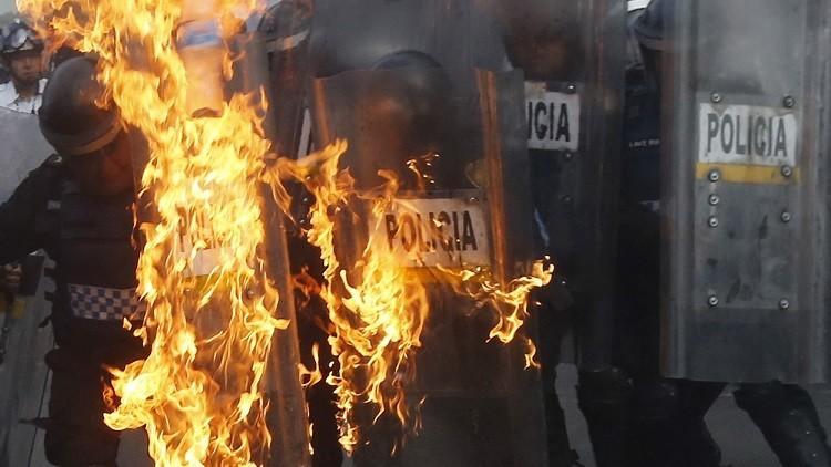 Fotos, video: Campesinos enfurecidos de Veracruz linchan a policías de Puebla
