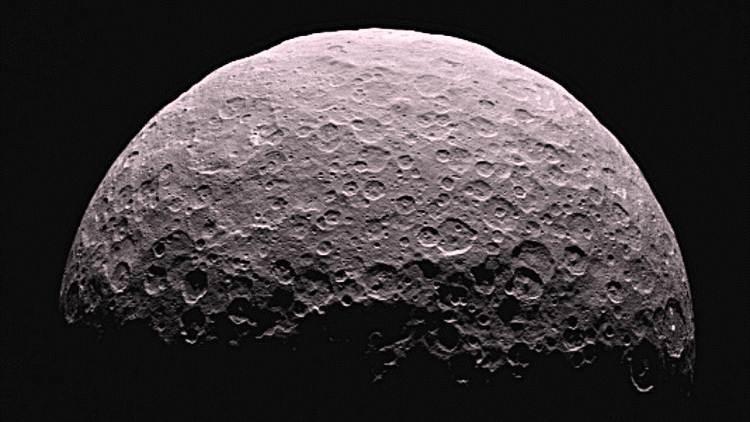 Sobrevolando Ceres: La NASA muestra el planeta enano en un vídeo