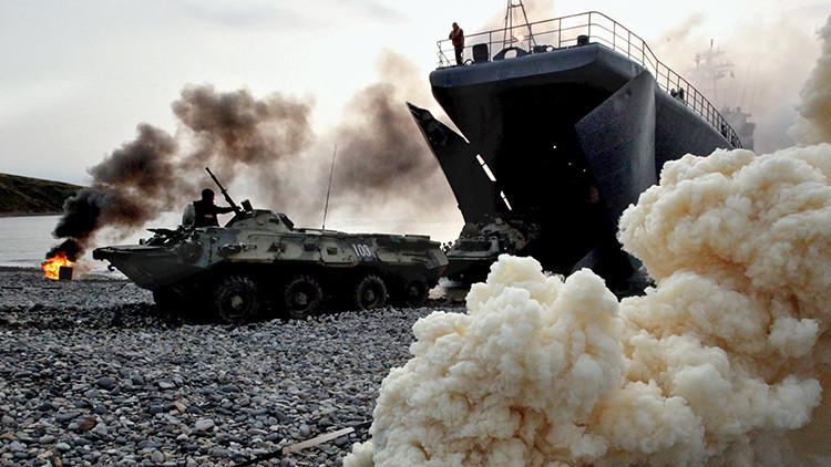 Tropas de Rusia y China se desembarcan en un polígono militar