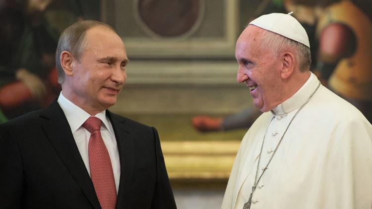 ¿Cómo fue la reunión entre Putin y el papa Francisco?