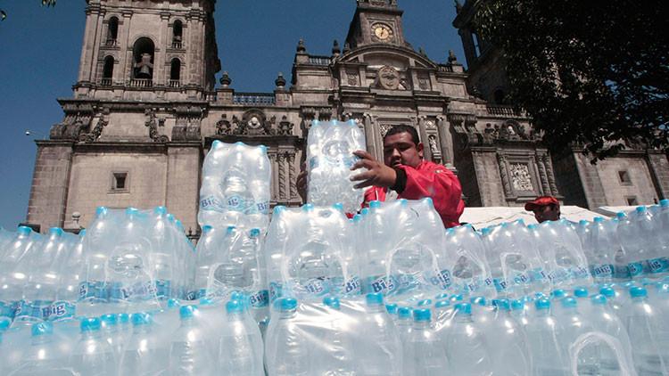 ¿Cómo explican tanta sed?: México, líder en consumo de agua embotellada