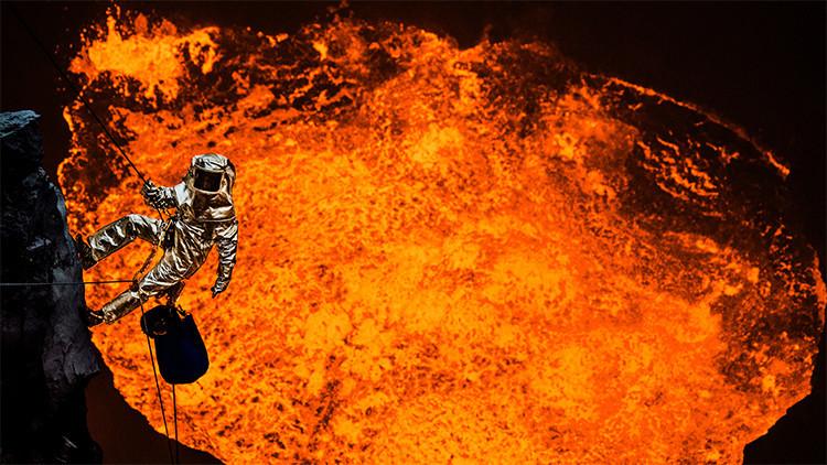 Impactantes imágenes desde el cráter de un volcán activo grabadas por un director del cine
