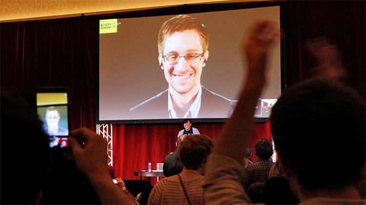 """Greenwald: """"Snowden destruyó los archivos antes de viajar a Rusia"""""""