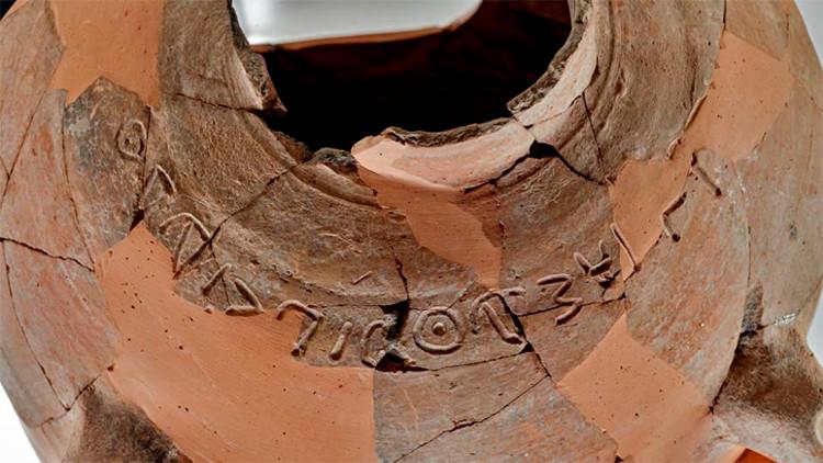 Israel: Hallan una desconcertante inscripción con referencias bíblicas en una tinaja de 3.000 años
