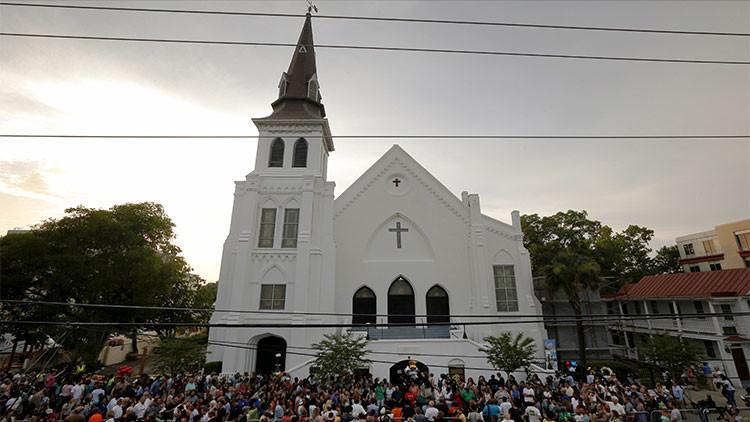 Lobista de armas apunta al pastor asesinado como 'culpable' del tiroteo en Charleston