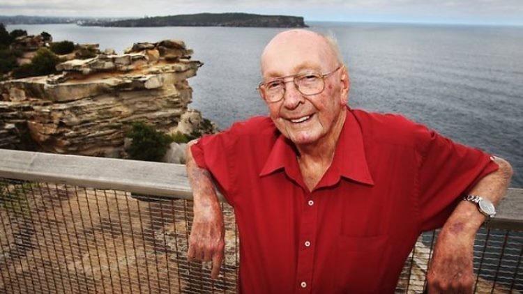 'Ángel de la guarda': El hombre que salvó a más de 100 personas del suicidio durante 50 años