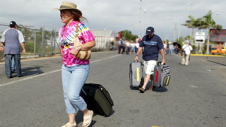Los puertorriqueños abandonan en masa su país bajo la amenaza de 'default'