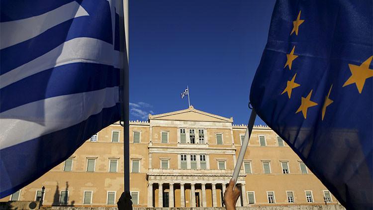 """Bruselas considera una """"buena base"""" la nueva propuesta de Grecia sobre su deuda"""